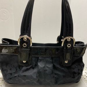 Coach Bags - Coach Handbag Signature Shoulder Tote